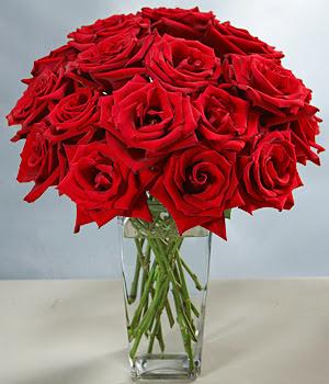 İsparta çiçek siparişi sitesi  Sevdiklerinize özel ürün 12 adet cam içerisinde kirmizi gül  İsparta hediye çiçek yolla