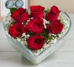 Kalp içerisinde 7 adet kırmızı gül  İsparta çiçek gönderme sitemiz güvenlidir