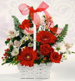 Karışık rengarenk mevsim çiçek sepeti  İsparta internetten çiçek siparişi