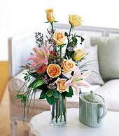 İsparta çiçek , çiçekçi , çiçekçilik  cam yada mika vazo içerisinde gül kazablanka