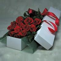 İsparta online çiçek gönderme sipariş  11 adet gülden kutu