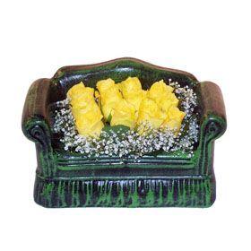 Seramik koltuk 12 sari gül   İsparta ucuz çiçek gönder