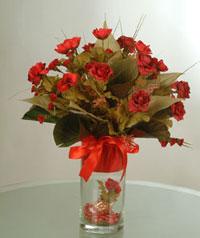 yapay güllerden vazo  9 gül  İsparta uluslararası çiçek gönderme