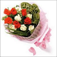5 kirmizi 5 beyaz güllerden   İsparta online çiçek gönderme sipariş