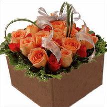 kare sandikta 11 gülllerden   İsparta çiçekçi mağazası