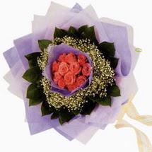 12 adet gül ve elyaflardan   İsparta çiçekçi mağazası