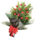 12 adet kirmizi gül buketi   İsparta çiçekçi mağazası