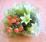 İsparta çiçek yolla  lilyum ve 7 adet gül buket
