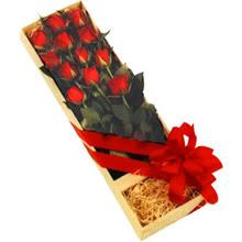 kutuda 12 adet kirmizi gül   İsparta çiçek yolla