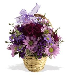 İsparta uluslararası çiçek gönderme  sepet içerisinde krizantem çiçekleri
