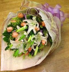 İsparta internetten çiçek satışı  11 ADET GÜL VE 1 ADET KAZABLANKA