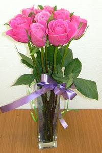 cam vazo içerisinde 11 adet gül  İsparta internetten çiçek satışı