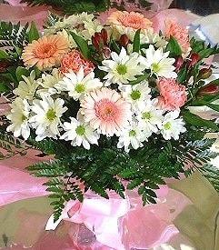 İsparta hediye çiçek yolla  karma büyük ve gösterisli mevsim demeti