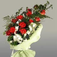 İsparta ucuz çiçek gönder  11 adet kirmizi gül buketi sade haldedir