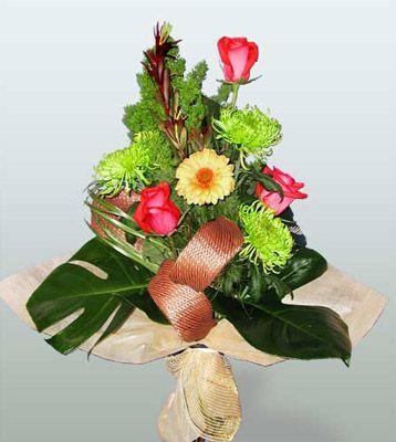İsparta ucuz çiçek gönder  3 adet gül 4 adet gerbera çiçegi sade buket