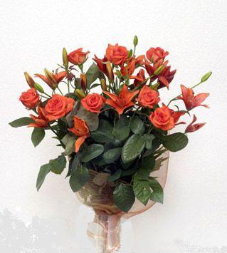 9 adet gül ve 3 adet lilyum çiçegi buketi   İsparta cicek , cicekci