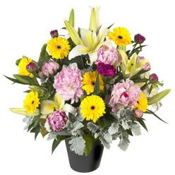 karisik mevsim çiçeklerinden vazo tanzimi  İsparta uluslararası çiçek gönderme