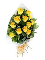 İsparta güvenli kaliteli hızlı çiçek  12 li sari gül buketi.