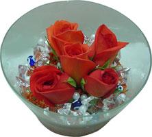 İsparta 14 şubat sevgililer günü çiçek  5 adet gül ve cam tanzimde çiçekler