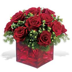 İsparta çiçek yolla  9 adet kirmizi gül cam yada mika vazoda