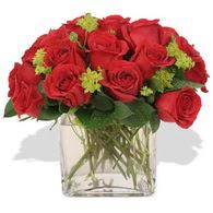 İsparta çiçekçi telefonları  10 adet kirmizi gül ve cam yada mika vazo