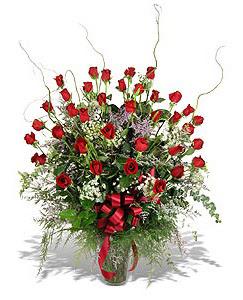 İsparta çiçek siparişi sitesi  33 adet kirmizi gül vazo içerisinde