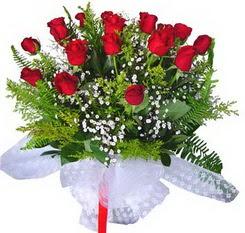 İsparta çiçek satışı  12 adet kirmizi gül buketi esssiz görsellik