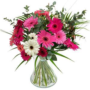 15 adet gerbera ve vazo çiçek tanzimi  İsparta online çiçek gönderme sipariş