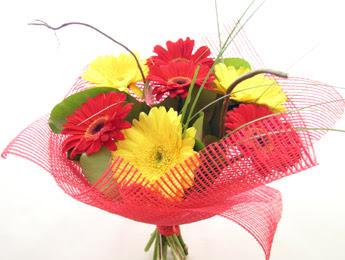9 adet gerbera çiçeklerinden buket  İsparta çiçek satışı