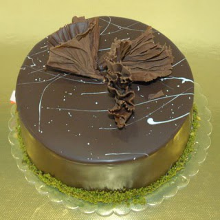 pastaci ustamizdan 4 ile 6 kisilik fistikli çikolatali yaspasta  İsparta çiçek servisi , çiçekçi adresleri