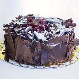 pasta yolla 4 ile 6 kisilik visneli çikolatali yas pasta  İsparta çiçek siparişi sitesi
