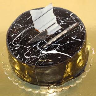 pasta gönder 4 ile 6 kisilik parça çikolatali yaspasta  İsparta internetten çiçek siparişi
