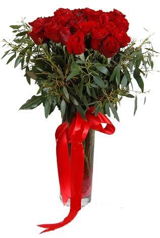 15 adet kirmizi gül cam vazo içerisinde  İsparta internetten çiçek satışı