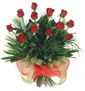 Çiçek yolla 12 adet kirmizi gül buketi  İsparta güvenli kaliteli hızlı çiçek