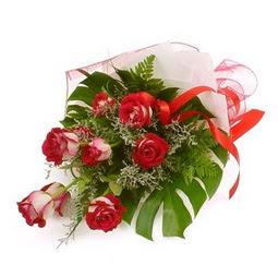 Çiçek gönder 9 adet kirmizi gül buketi  İsparta çiçek siparişi vermek