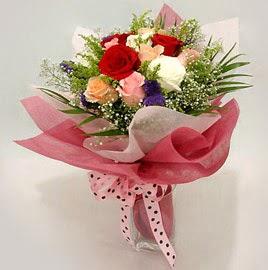 Karisik renklerde 11 adet gül buketi  İsparta çiçek gönderme