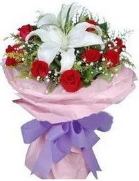 9 adet kirmizi gül 1 adet kazablanka buketi  İsparta çiçekçi mağazası