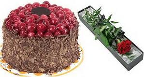 1 adet yas pasta ve 1 adet kutu gül  İsparta uluslararası çiçek gönderme