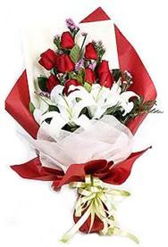 İsparta hediye çiçek yolla  9 adet gül 2 adet kazablanka buketi