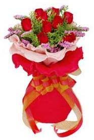 İsparta cicekciler , cicek siparisi  8 Adet kirmizi güllerden buket tanzimi