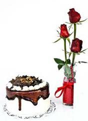 İsparta çiçek siparişi vermek  vazoda 3 adet kirmizi gül ve yaspasta