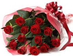 İsparta anneler günü çiçek yolla  10 adet kipkirmizi güllerden buket tanzimi