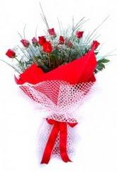 İsparta İnternetten çiçek siparişi  9 adet kirmizi gül buketi demeti