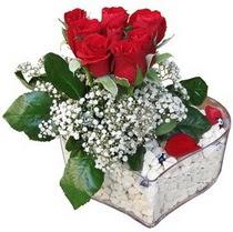 İsparta güvenli kaliteli hızlı çiçek  kalp mika içerisinde 7 adet kirmizi gül