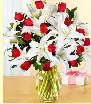 İsparta çiçek siparişi sitesi  3 kazablanka 10 kırmızı gül vazosu