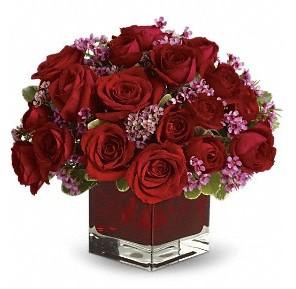 11 adet kırmızı gül vazosu  İsparta çiçekçiler