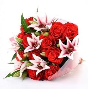 İsparta çiçek siparişi vermek  3 dal kazablanka ve 11 adet kırmızı gül
