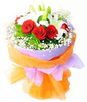 İsparta çiçek gönderme sitemiz güvenlidir  1 dal kazablanka 7 adet kırmızı gül buketi