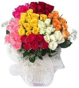 İsparta çiçekçi telefonları  51 adet farklı renklerde gül buketi