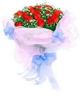 İsparta çiçek siparişi sitesi  11 adet kırmızı güllerden buket modeli